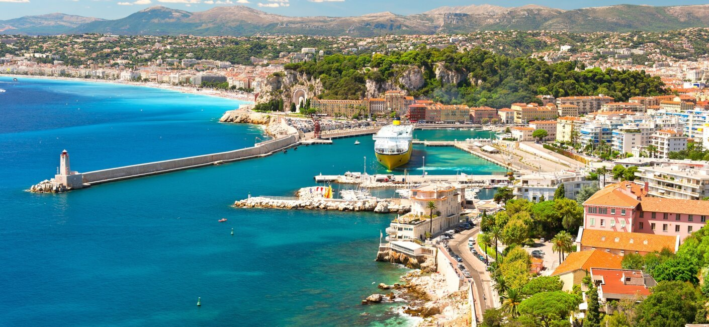 Walk cobblestone streets framed by chic cosmopolitan boutiques and enjoy the mix of old-world charm and new world panache during your French Riviera luxury yacht charter