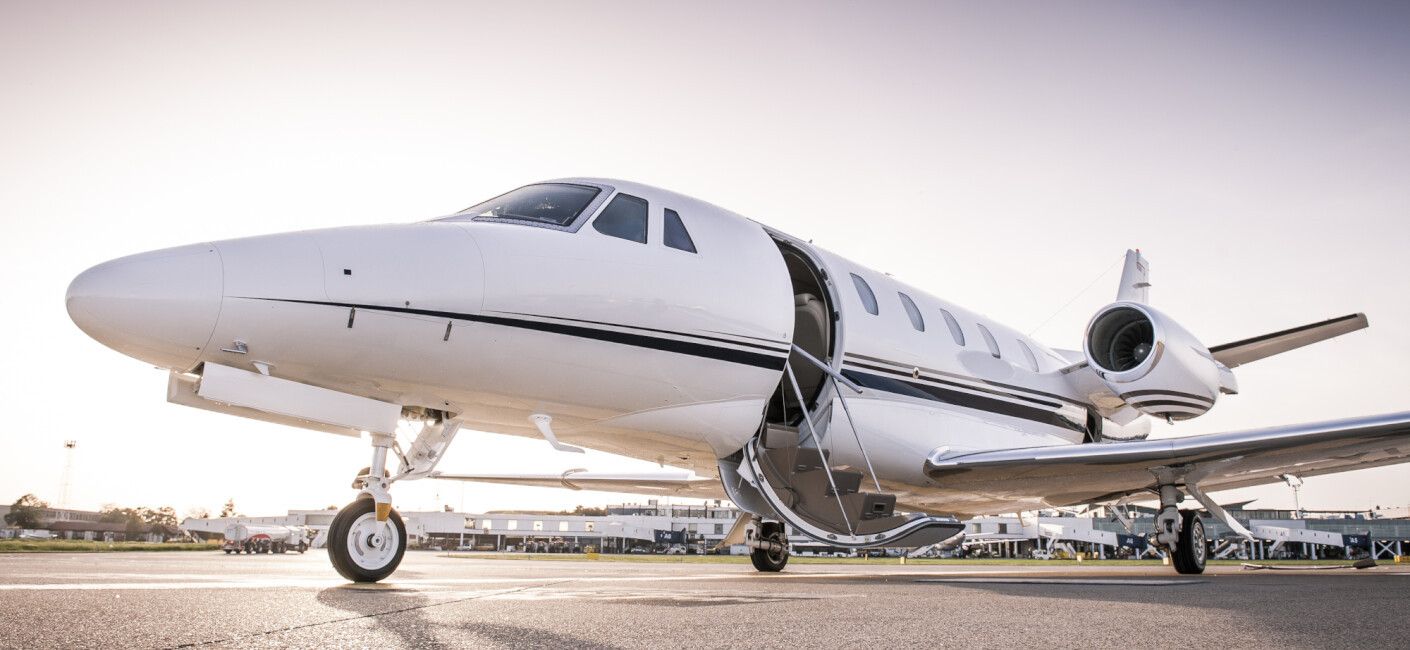 PRIVATE JET CARD COMPARISONS: THE ONLY INDEPENDENT BUYER'S GUIDE TO JET CARD PROGRAMS photo 1