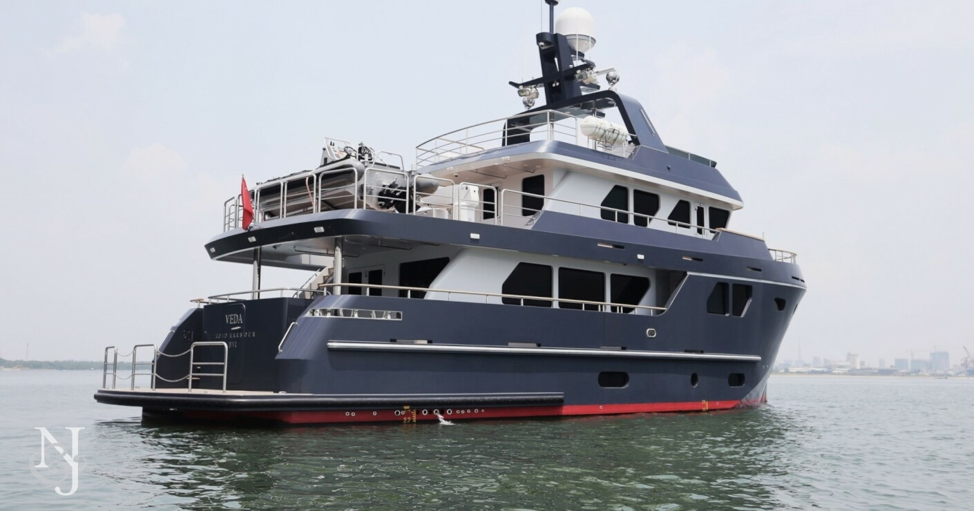 Veda yacht for sale bering yachts luxury motor yacht for Luxury motor yachts for sale