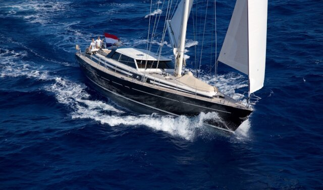 Charter ICARUS Luxury Yacht