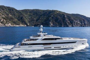 VERTIGE yacht for Charter