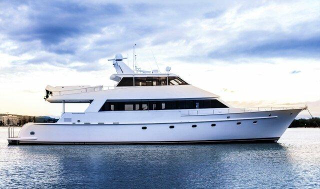 Charter LAURA J Luxury Yacht
