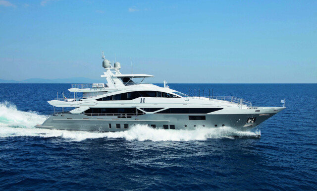 `H yacht for charter