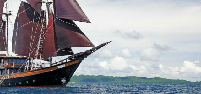 DUNIA BARU  yacht for charter
