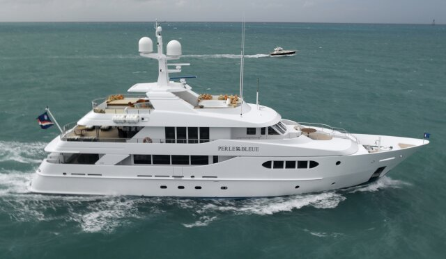 PERLE BLEUE for Charter