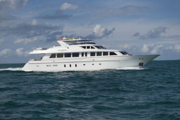 BEACHFRONT yacht for Sale